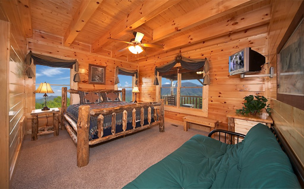 Photo of a Pigeon Forge Cabin named Sequoyah Manor - This is the sixteenth photo in the set.