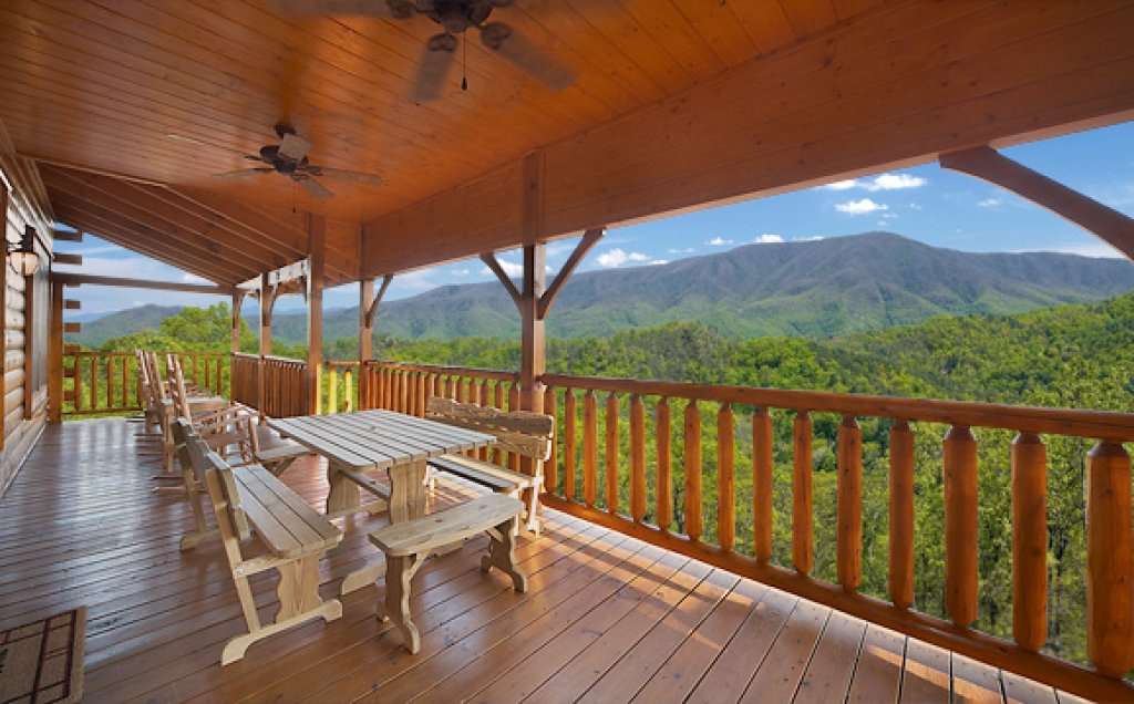 Photo of a Pigeon Forge Cabin named Sequoyah Manor - This is the twenty-first photo in the set.