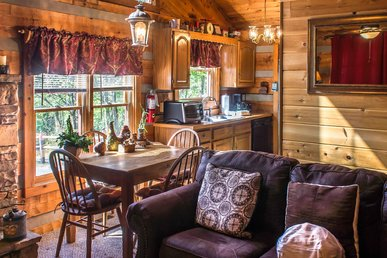 Charming one-bedroom, two-bath cabin that sleeps four with screened in porch, located in close proximity to Pigeon Forge.