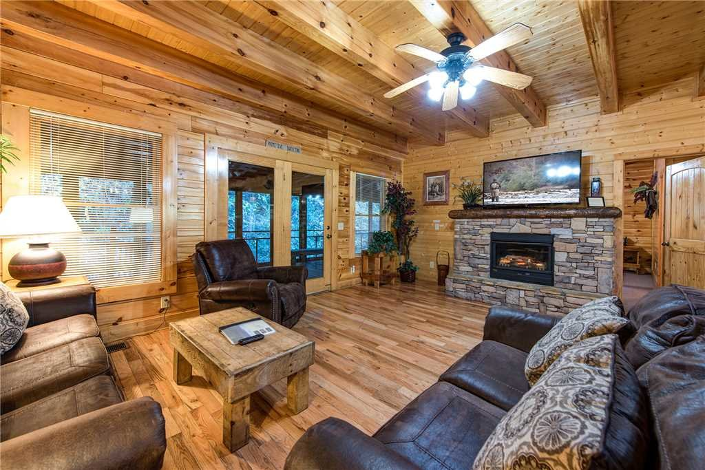 Photo of a Pigeon Forge Cabin named Water's Edge Retreat - This is the first photo in the set.