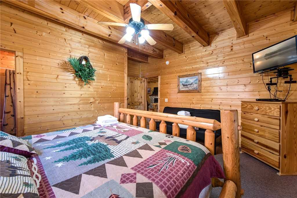 Photo of a Pigeon Forge Cabin named Water's Edge Retreat - This is the twenty-second photo in the set.