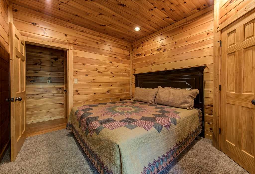 Photo of a Gatlinburg Cabin named Mountain View Lodge - This is the thirty-fourth photo in the set.