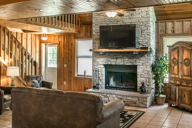 Inviting Pigeon Forge chalet, located a half-mile away from Dollywood, with a wood-burning fireplace, hot tub and free WiFi.