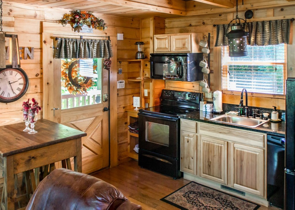 Photo of a Pigeon Forge Cabin named Higher Ground #21 - This is the fourth photo in the set.