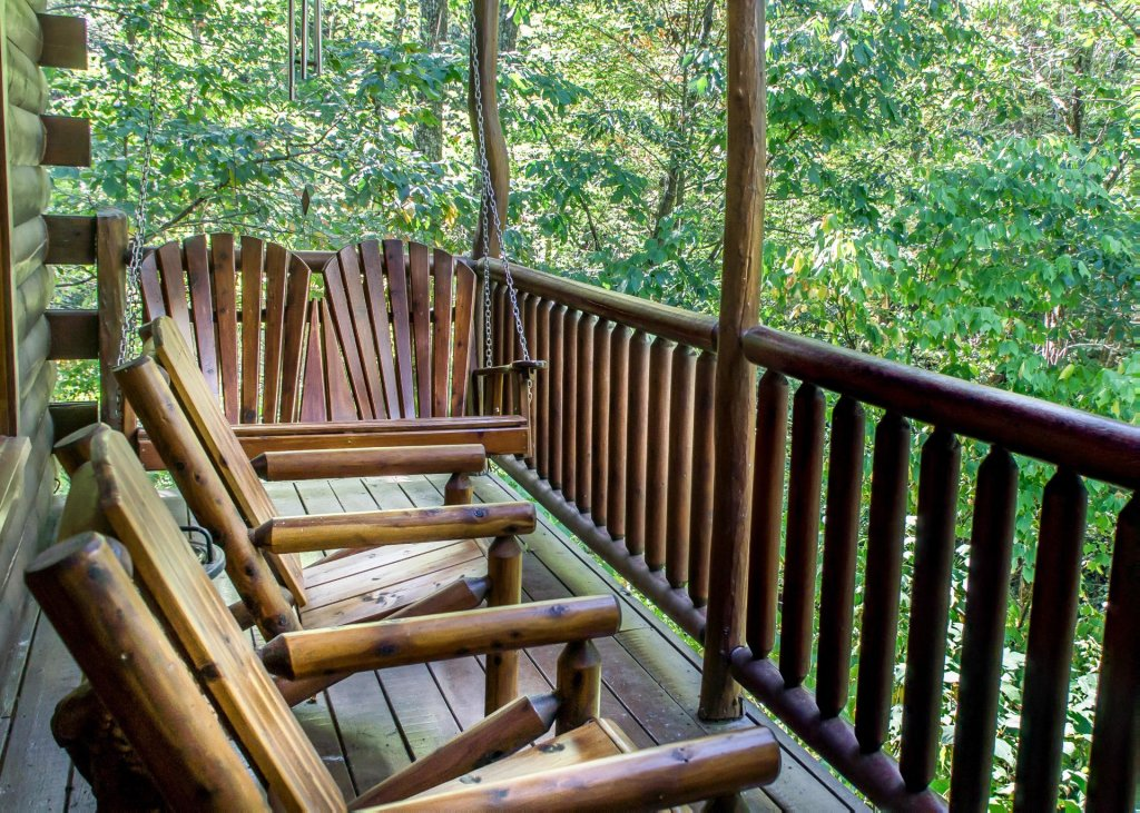 Photo of a Pigeon Forge Cabin named Higher Ground #21 - This is the third photo in the set.
