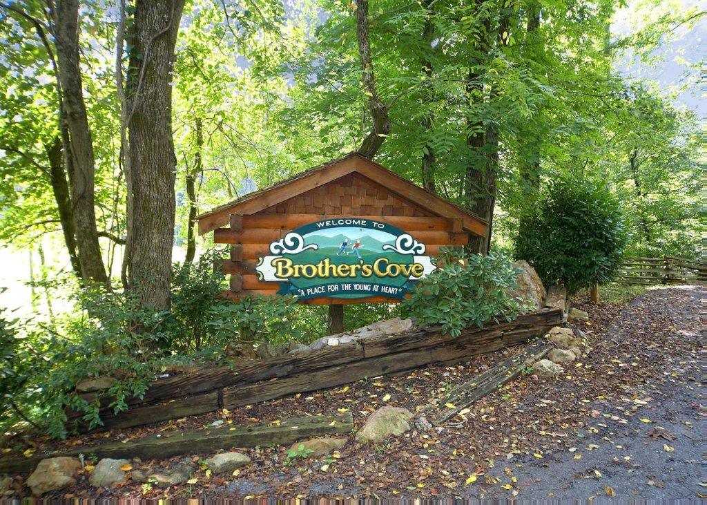 Photo of a Pigeon Forge Cabin named Higher Ground #21 - This is the twenty-eighth photo in the set.