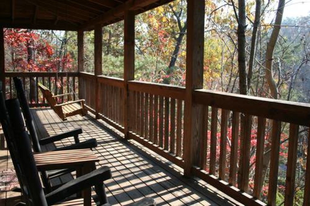 Photo of a Pigeon Forge Cabin named Cabin Fever - 117 - This is the second photo in the set.