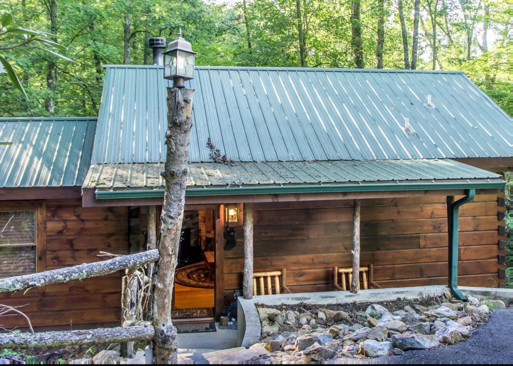 Photo of a Pigeon Forge Cabin named Bear Crossing #6 - This is the second photo in the set.
