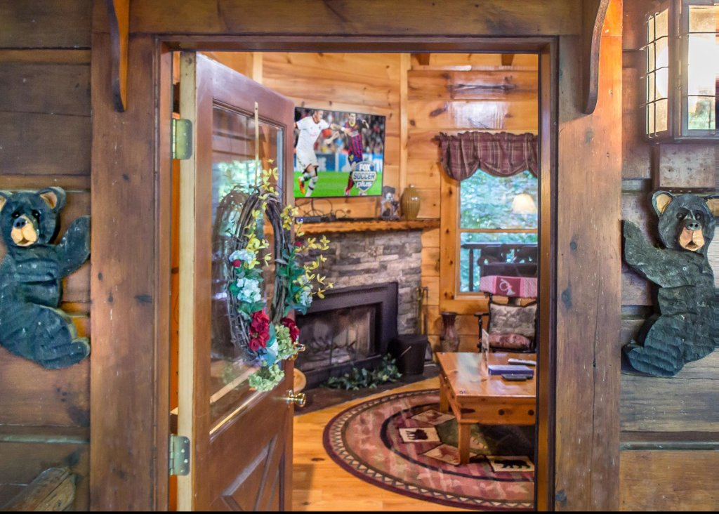 Photo of a Pigeon Forge Cabin named Bear Crossing #6 - This is the fourth photo in the set.