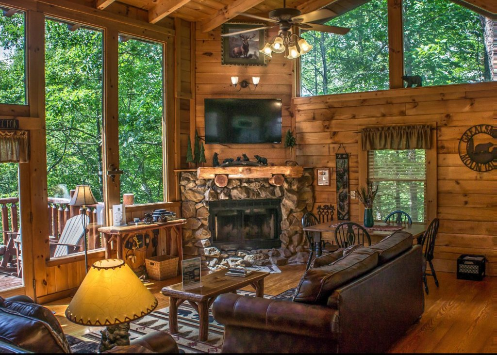 Photo of a Pigeon Forge Cabin named Cub House #14 - This is the first photo in the set.