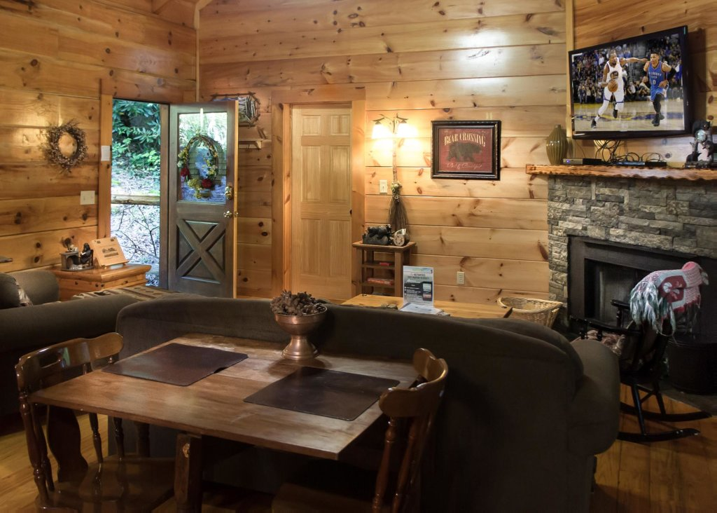 Photo of a Pigeon Forge Cabin named Bear Crossing #6 - This is the eighth photo in the set.