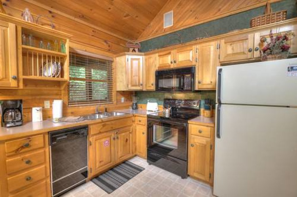 Photo of a Pigeon Forge Cabin named Cabin Fever - 117 - This is the twenty-second photo in the set.