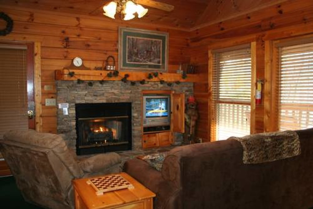 Photo of a Pigeon Forge Cabin named Cabin Fever - 117 - This is the tenth photo in the set.