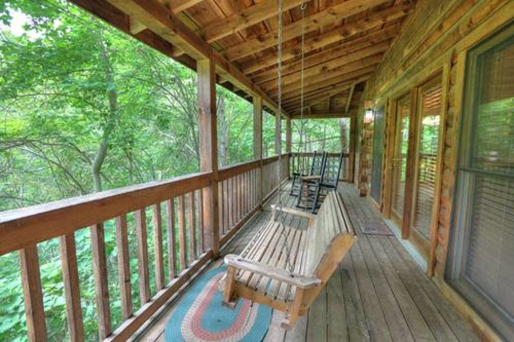 Photo of a Pigeon Forge Cabin named Cabin Fever - 117 - This is the eighteenth photo in the set.