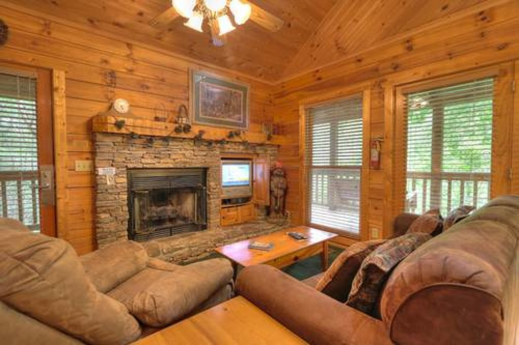 Photo of a Pigeon Forge Cabin named Cabin Fever - 117 - This is the nineteenth photo in the set.