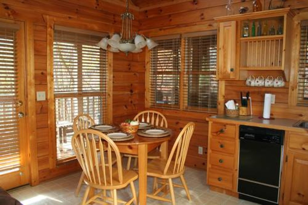 Photo of a Pigeon Forge Cabin named Cabin Fever - 117 - This is the seventeenth photo in the set.