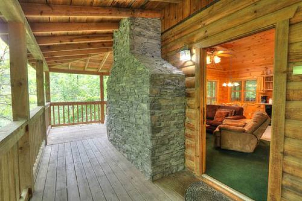 Photo of a Pigeon Forge Cabin named Cabin Fever - 117 - This is the twentieth photo in the set.