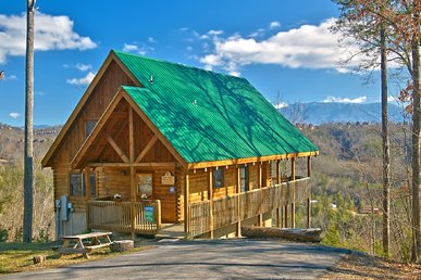 Privacy & Great Views From Four Bedroom Dollywood Cabin