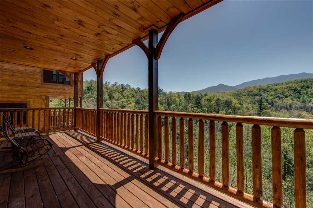 Photo of a Gatlinburg Cabin named Majestic Manor - This is the third photo in the set.