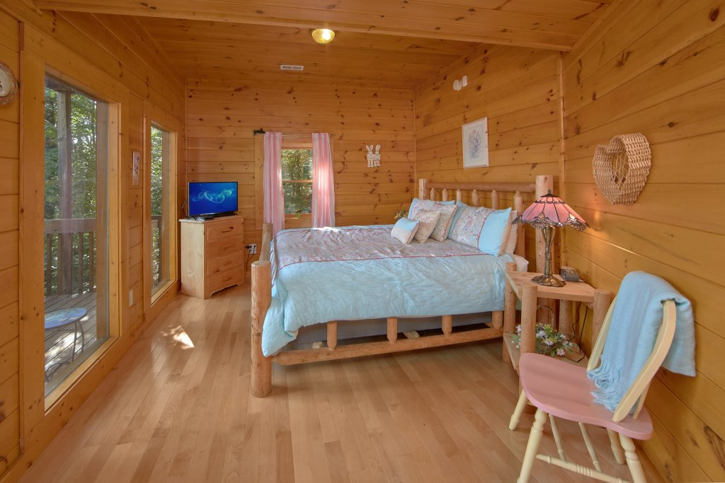 Photo of a Pigeon Forge Cabin named A View For All Seasons #405 - This is the sixteenth photo in the set.