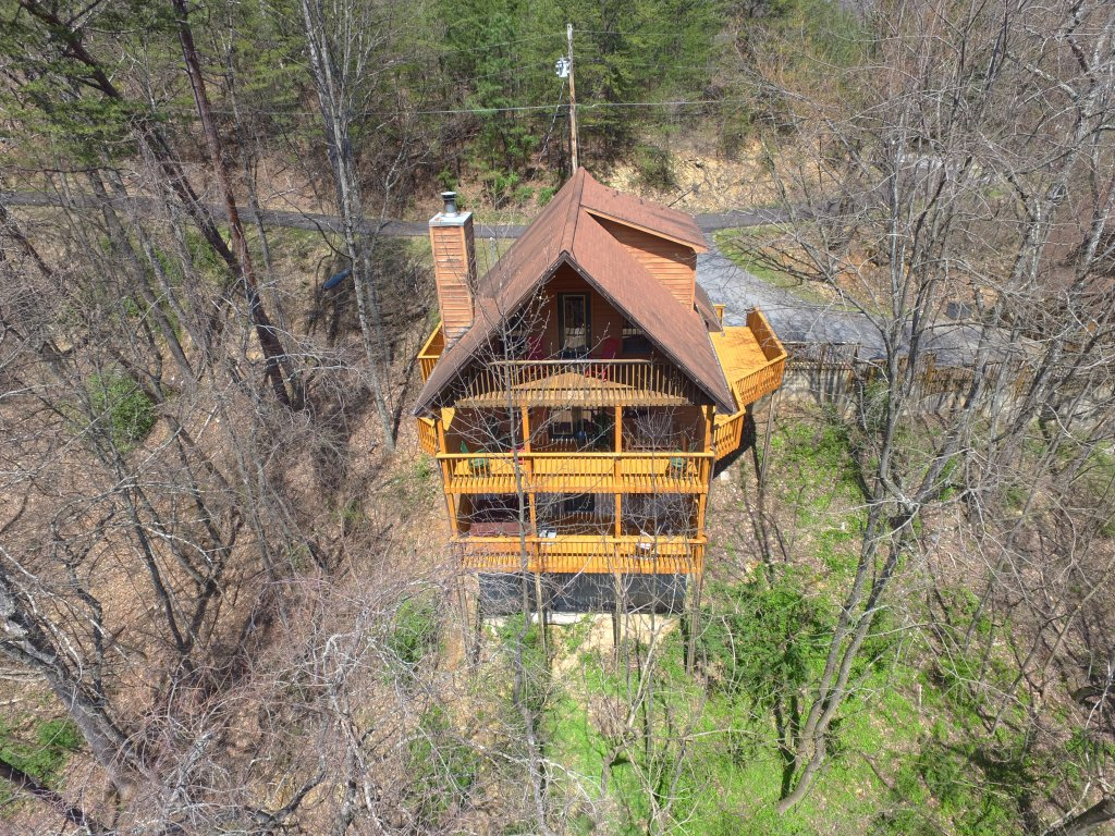 Photo of a Gatlinburg Cabin named Bear Run Getaway #1136 - This is the thirty-second photo in the set.
