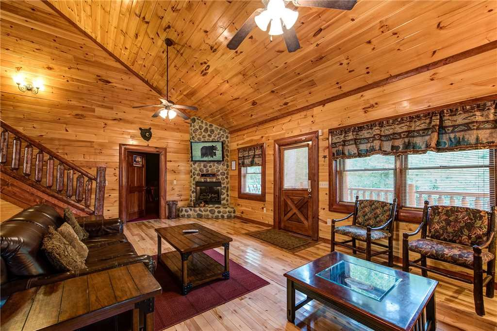 Photo of a Gatlinburg Cabin named Grand Bear Lodge - This is the fourth photo in the set.