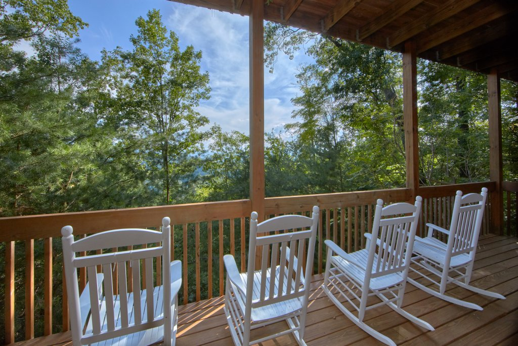 Photo of a Pigeon Forge Cabin named A View For All Seasons #405 - This is the forty-second photo in the set.