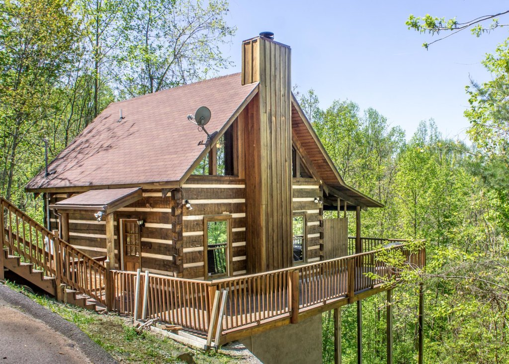 Photo of a Gatlinburg Chalet named Sequoyah - This is the first photo in the set.