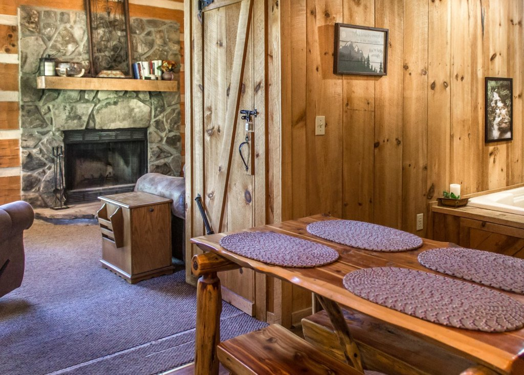 Photo of a Gatlinburg Chalet named Sequoyah - This is the sixth photo in the set.