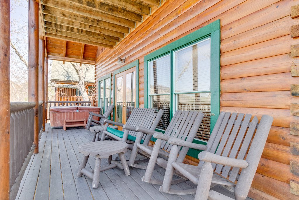 Photo of a Pigeon Forge Cabin named The Grits Carlton - This is the twenty-first photo in the set.