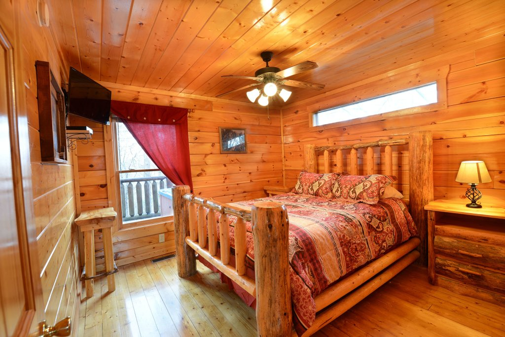 Photo of a Gatlinburg Cabin named Mountain Paradise #295 - This is the eleventh photo in the set.