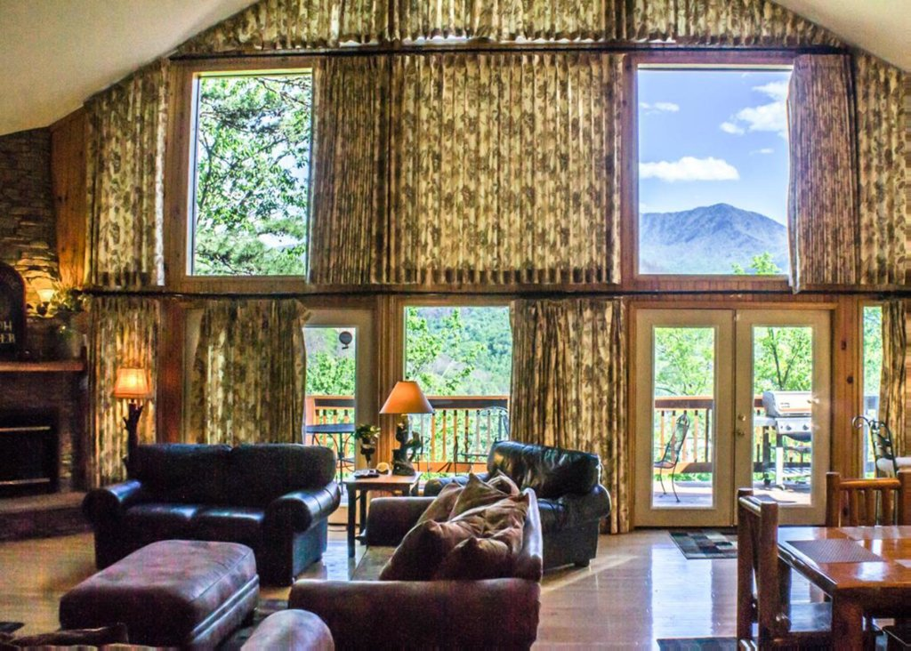 Photo of a Gatlinburg Chalet named King Of The Mountain - This is the fifth photo in the set.
