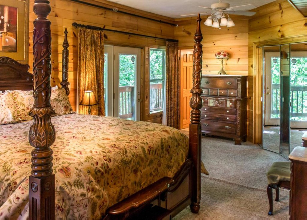 Photo of a Gatlinburg Chalet named King Of The Mountain - This is the ninth photo in the set.