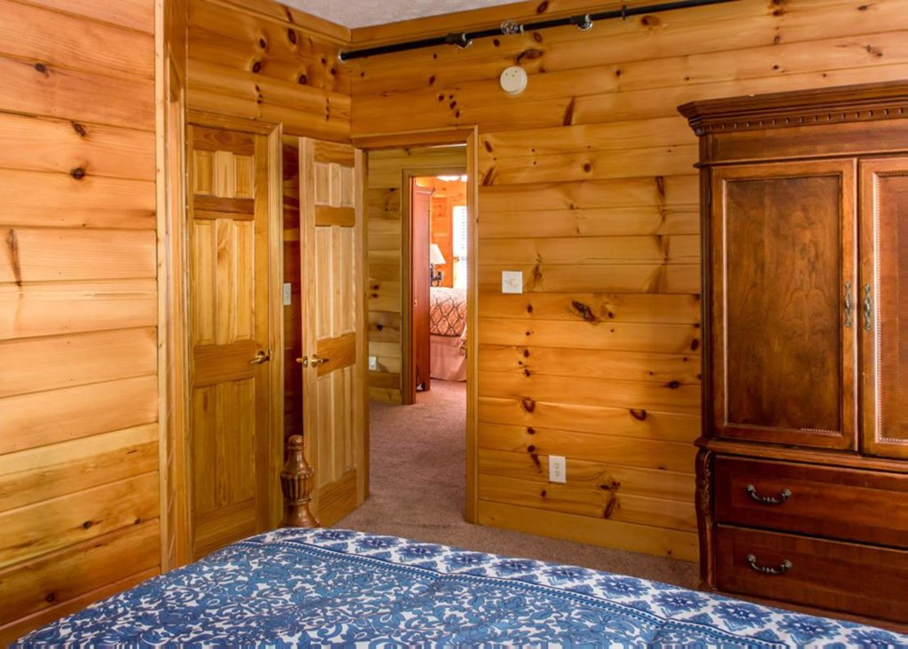 Photo of a Gatlinburg Chalet named King Of The Mountain - This is the fifteenth photo in the set.