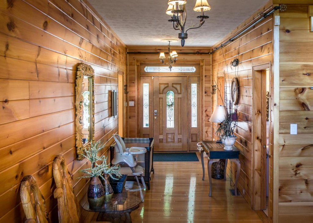 Photo of a Gatlinburg Chalet named King Of The Mountain - This is the second photo in the set.