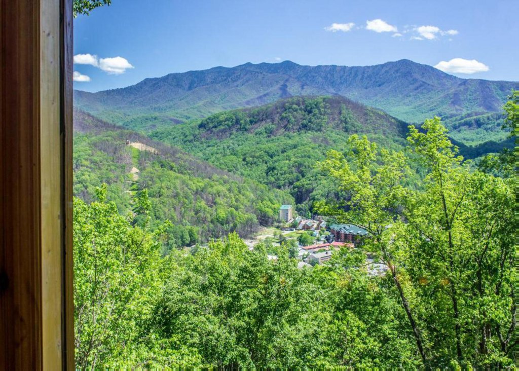 Photo of a Gatlinburg Chalet named King Of The Mountain - This is the tenth photo in the set.