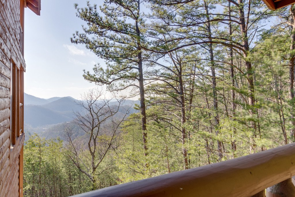 Photo of a Pigeon Forge Cabin named 50 Mile View - This is the fiftieth photo in the set.