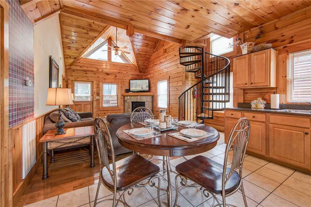 Photo of a Pigeon Forge Cabin named Bear Hyde - This is the fourth photo in the set.