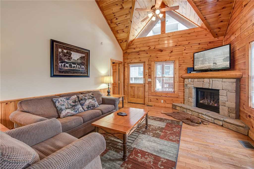 Photo of a Pigeon Forge Cabin named Bear Hyde - This is the third photo in the set.
