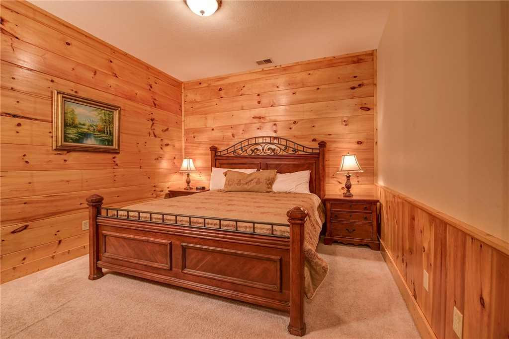Photo of a Pigeon Forge Cabin named Bear Hyde - This is the sixteenth photo in the set.