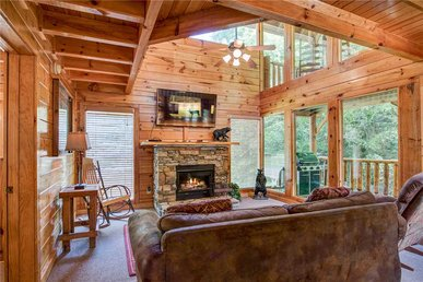Creekside Romance, 1 Bedroom, Fire Pit, Grill, Jacuzzi, Hot Tub, Sleeps 10