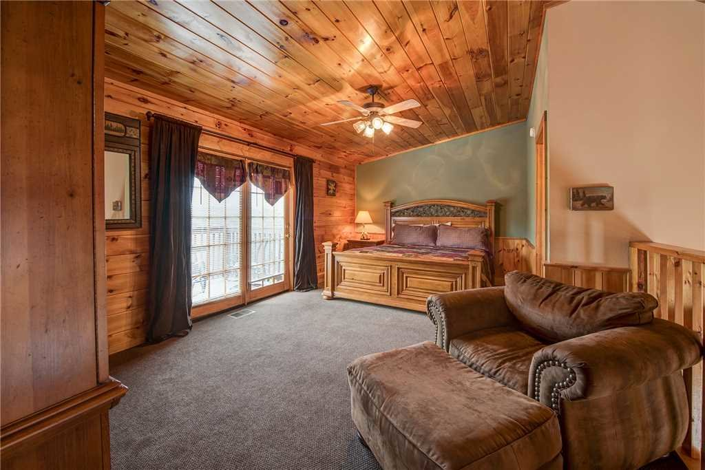 Photo of a Pigeon Forge Cabin named Bear Hyde - This is the eleventh photo in the set.