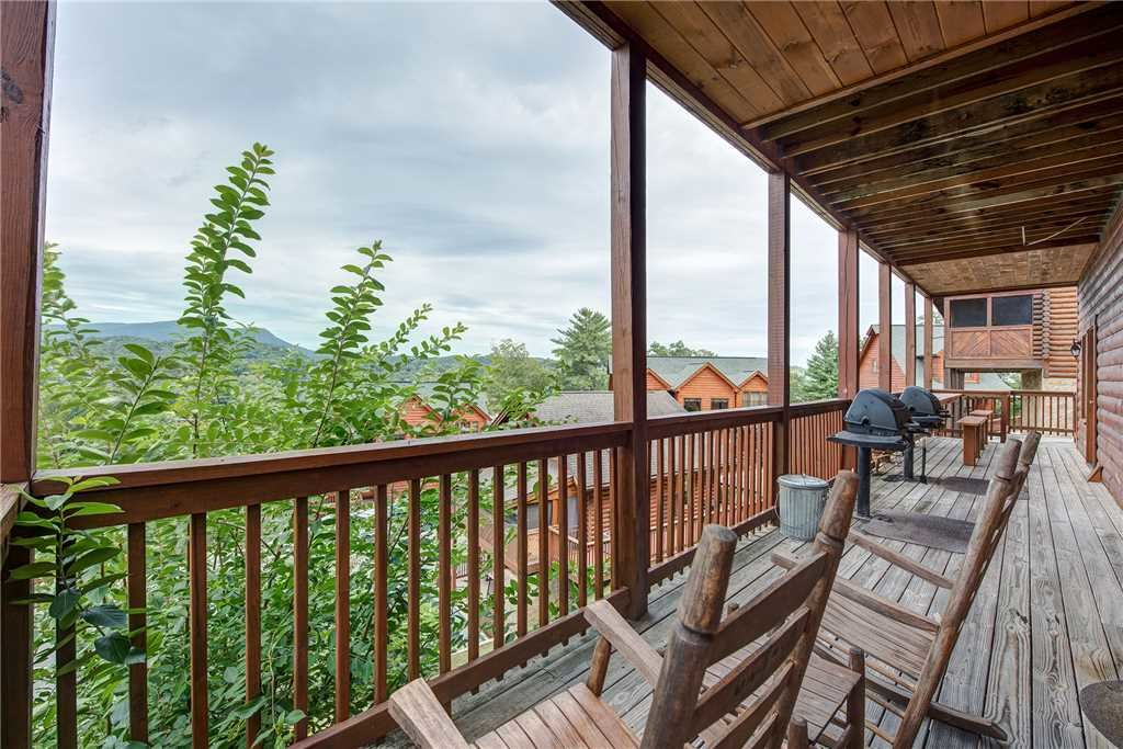 Photo of a Pigeon Forge Cabin named Bear Hyde - This is the twentieth photo in the set.