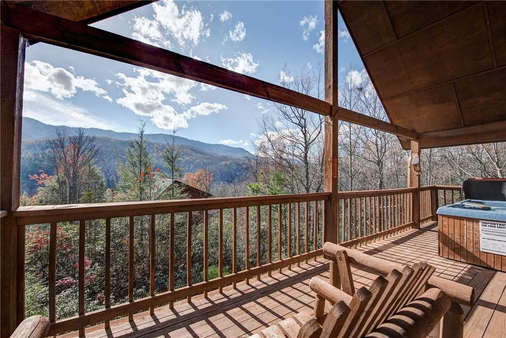Photo of a Gatlinburg Cabin named Bearway To Heaven - This is the first photo in the set.
