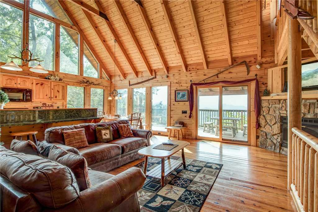 Photo of a Pigeon Forge Cabin named Burly Bear - This is the first photo in the set.
