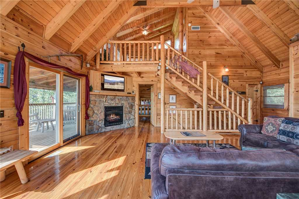 Photo of a Pigeon Forge Cabin named Burly Bear - This is the third photo in the set.