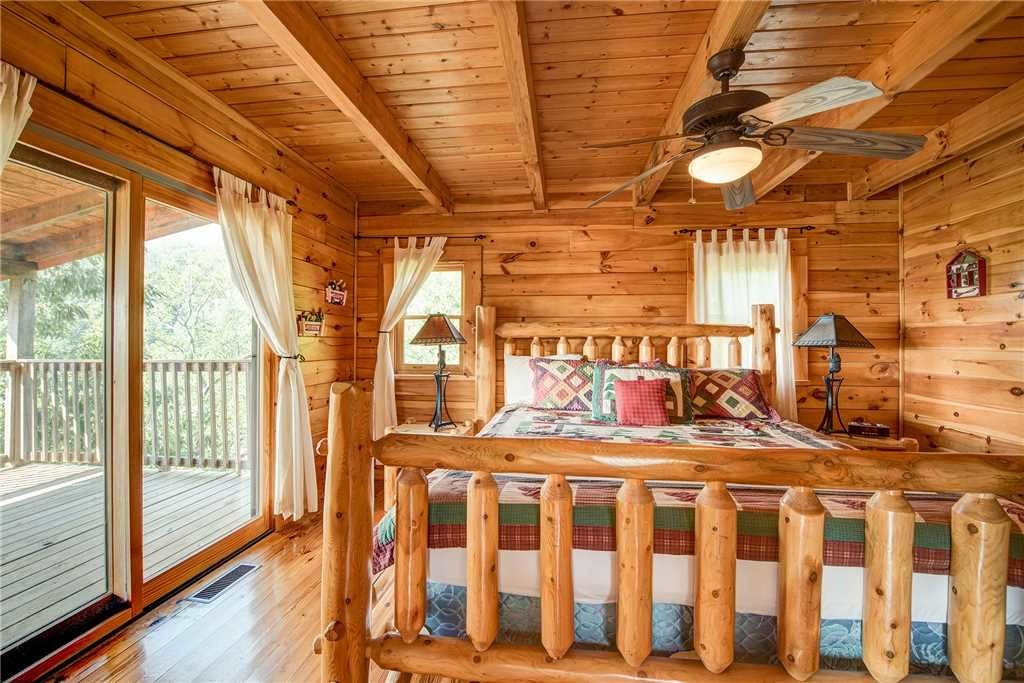 Photo of a Pigeon Forge Cabin named Burly Bear - This is the ninth photo in the set.