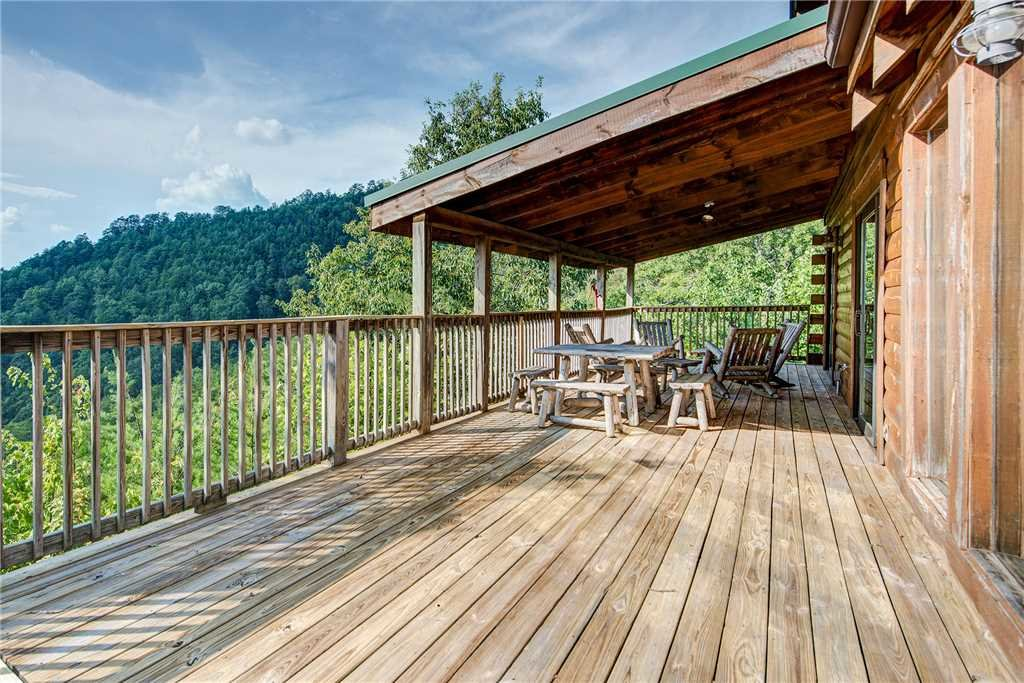 Photo of a Pigeon Forge Cabin named Burly Bear - This is the second photo in the set.