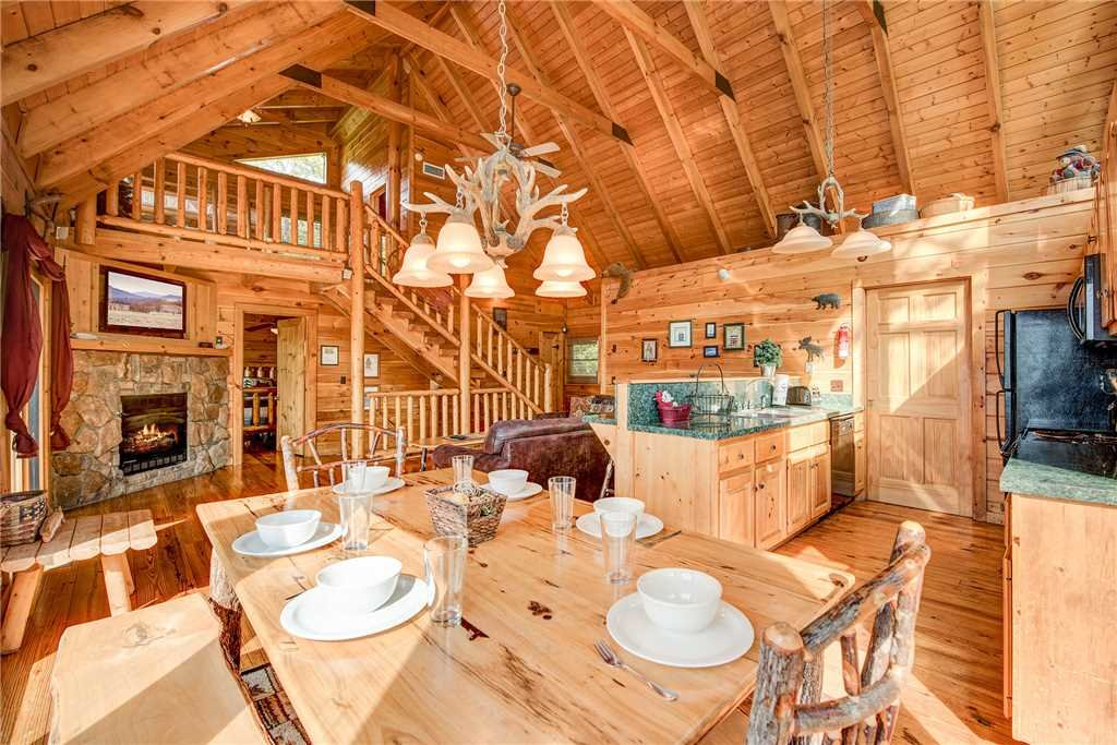Photo of a Pigeon Forge Cabin named Burly Bear - This is the sixth photo in the set.