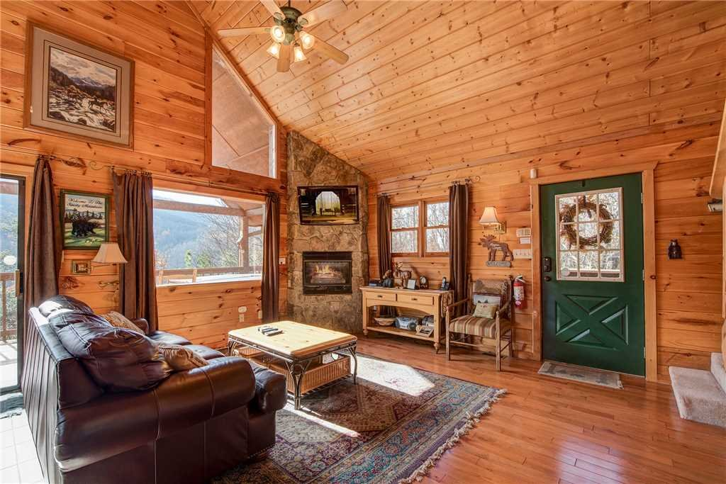 Photo of a Gatlinburg Cabin named Bearway To Heaven - This is the fourth photo in the set.